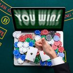 How can online poker rooms communicate better with their customers?