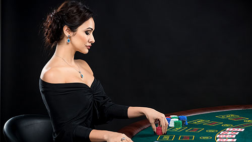 Female poker player to disguise herself as a man at WSOP ME in book promotion