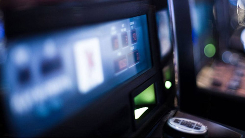 UK government slashes FOBT stake to £2